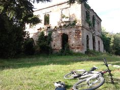 Villa Bosniasky  http://it.wikipedia.org/wiki/Villa_Belvedere_%28San_Giuliano_Terme%29