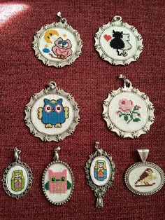 Kedi Wool Embroidery, Silk Ribbon Embroidery, Mini Cross Stitch, Handmade Necklaces, Wool Felt, Needlework, Diy And Crafts, Crafty, Quilts