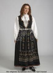 Nordfjordbunad til dame - Bunadrosen AS Folk Costume, Costumes, Norwegian Clothing, Bridal Crown, Scandinavian Design, Traditional Outfits, Norway, Bohemian, How To Wear
