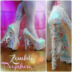 """""""Pegasus"""" Crystal Pumps Heels These ZombiePeepshow Pegasus platform pumps are customized with unicorns, crystal heels, lace, glitter, and iridescent finish. They were hand painted Creative Shoes, Unique Shoes, Rave Outfit, Unicorn Wedding, Crazy Heels, Mode Kawaii, Plateau Pumps, Funky Shoes, Cooler Look"""