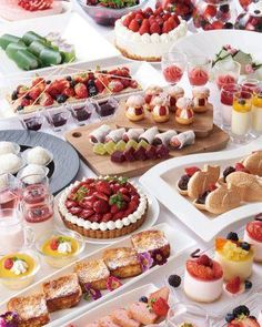 Sweet Buffet, Miniature Food, No Bake Pies, Savoury Baking, Plated Desserts, Fun Cupcakes, Beautiful Cakes, Afternoon Tea, Berries