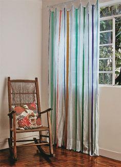 customizando cortinas com fitas coloridas pregadas