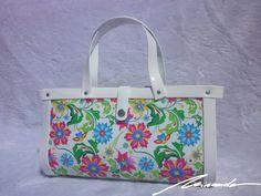 A #flowered #white #bag Hand Bags, Diaper Bag, Fashion, Moda, Fashion Styles, Diaper Bags, Handbags, Purse, Women's Handbags