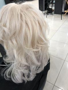 bleach blonde hair. platinum blonde. curly hair. Bleach Blonde Hair, Blonde Curly Hair, Platinum Blonde, Curly Hair Styles, Hair Beauty, Faces, Photography, Long Platinum Blonde, Fotografie