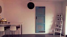Oude deur als wandversiering van CustomThijs
