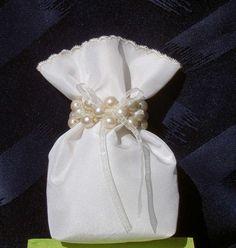 Wedding gift bag Wedding Favor bag Bridal Gift Favor by Umis Bridal Gifts, Wedding Gifts, Bridesmaid Gifts, Bridesmaids, Wedding Favor Bags, Creative Decor, Flower Girls, Christening, Decoration