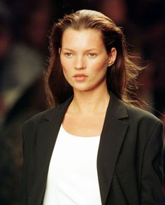 Why Are We So Obsessed With The The Fashion Trend That Just Won't Die Kate Moss walks Calvin Klein Spring Fashion Show In New York, September 1998 Grunge Style, Soft Grunge, Fashion Guys, Fashion Advice, Fashion Models, Fashion Show, Fashion 2018, Fashion Designers, Fashion Fashion