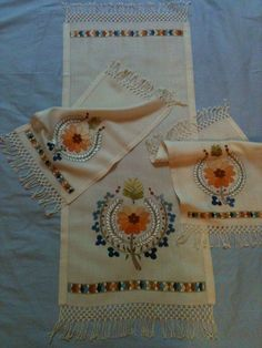 This Pin was discovered by Nil Tambour Embroidery, Folk Embroidery, Embroidery Suits, Embroidery Stitches, Embroidery Patterns, Machine Embroidery, Bargello, Cutwork, Stitch Design
