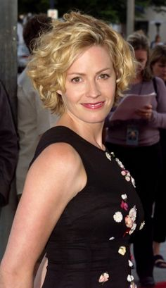 Elisabeth Shue is known for her roles in the films The Karate Kid. She has won five acting awards and was nominated for an Academy Award, a Golden Globe and a BAFTA. Elisabeth Shue, Mary Elizabeth, Lose Arm Fat Fast, Beautiful People, Beautiful Women, Loose Curls, Up Girl, Selena Gomez, Movie Stars