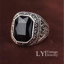 Hombres anillos grandes negro / Red piedras preciosas anillo de plata antigua para hombres / mujeres Retro textura modelo de grabado venta al por mayor del anillo del amante(China (Mainland))