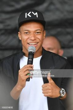 Kylian Mbappe reacts on stage as he meets with supporters during his. Neymar, Messi, Mbappe Psg, Jesse Lingard, Wonder Boys, Soccer Players, Paris, Babe, France