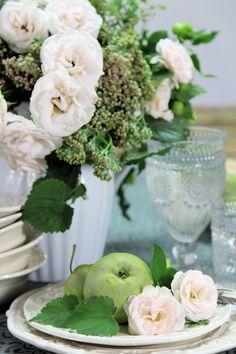 Gartenrose und Äpfel
