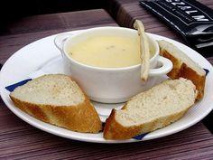 Eenvoudig en snel klaar, recept voor kaassoep. - Plazilla.com