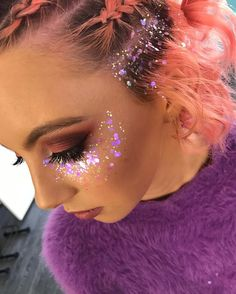 Gold and pink glitter beauty festival makeup glitter, glitte Glitter Carnaval, Make Carnaval, Make Com Glitter, Pink Glitter, Glitter Boots, Glitter Gel, Glitter Slides, Glitter Balloons, Glitter Crafts