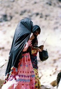 Africa | Sinai Girls photographed in the mountains. Sinai Desert, Egypt |  © Ariel Nishri