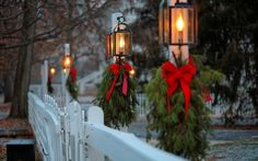 6 brilliant ideas for Outdoor Christmas Lighting - Step By Step Guide. Tips and hints, best articles and expert advice about Outdoor Christmas Lighting Bohemian Christmas, Christmas Lamp, Christmas Lanterns, Christmas Porch, Outdoor Christmas, Christmas Decorations To Make, Christmas Ideas, Christmas Crafts, Outdoor Party Lighting