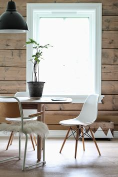 light wood and white #dining_room
