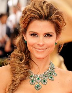 Maria Menounos looked every bit the Grecian goddess in her textured plait. For major volume, gently loosen the finished braid by pulling outwards.