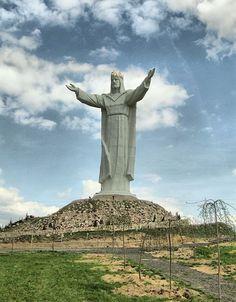 A maior estátua de Cristo do mundo Estátua de Cristo Rei - 33 metros de altura excluindo o pedestal