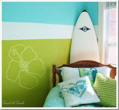 Roxy Teen Girls Bedroom that is perfectly vibrant and fun! The wall stripes and flowers are a perfect edition to this Surf Room! Surf Room, Beach Room, Roxy Surf, Surfer Bedroom, Deco Surf, Old Room, My Home Design, Design Design, Coastal Bedrooms