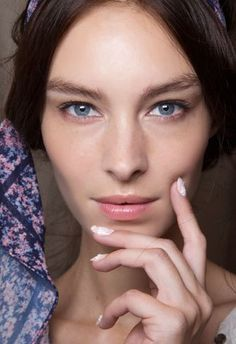 8 Anti-Aging Serums to Help You Fight Time http://ift.tt/1RstYZc  [Show as slideshow]  When it comes to the vast amount of anti-aging serums out there it can be hard to tell which one is really worth the investment especially when it takes time to see the serums full benefits. To turn back the hands of time and restore your skins true youthful glow check out the best anti-aging serums according to consumer reviews here.  [ Next:7 Lifting Serums That Help Your Skin Defy Gravity]  The post 8…
