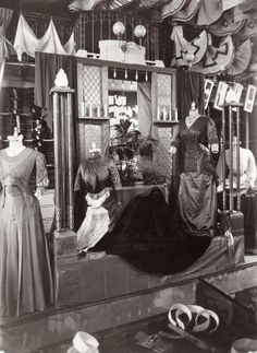 Maison De Vries, Amsterdam Edwardian dresses, inside view of a shop, atelier, workplace. Edwardian Clothing, Edwardian Dress, Edwardian Era, Edwardian Fashion, Historical Clothing, Victorian Era, Vintage Fashion, Victorian Rooms, Belle Epoque