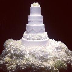 by Peggy Porschen Cakes Peggy Porschen Cakes, Wedding Cake Fresh Flowers, Traditional Wedding Cakes, Take The Cake, Gorgeous Cakes, Cake Table, Wedding Cake Designs, Wedding Pics, Wedding Ideas