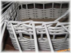 Už několik maminek se mě ptalo, jakým způsobem zakončuji košíky, tak jsem se rozhodla vložit návod :... Laundry Basket, Wicker, Organization, Images, Decor, Projects, Searching, Getting Organized, Organisation