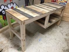 A different Pallet Table! Check out more ideas in www.yourpallettable.com