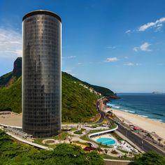 Fechado por mais de uma década, o hotel projetado por Oscar Niemeyer e com jardins de Burle Marx, foi reaberto após extensas restaurações e renovações