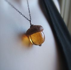 These Glass Acorn Pendants Made With Real Acorn Caps Are The Perfect Autumn…