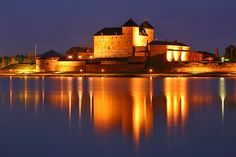 Hämeenlinna Castle, Southern Finland. Places To Travel, Places To Visit, Castle Pictures, Old Mansions, Holiday Resort, Night Photos, Baltic Sea, Lake District, Helsinki