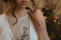 Crédit photo : Mylène Michaud Photrographe Bracelets, Gold, Jewelry, Fashion, Two Piece Dress, Unique Dresses, Moda, Jewlery, Jewerly