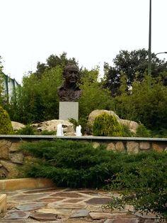 Busto de Jesús Gil en Los Ángeles de San Rafael (El Espinar)