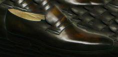 """Barbara Mordoré de Derville Montée sur une forme intemporelle, languette en """"V"""". #chaussures #souliers #homme #patine #bespoke #menstyle"""