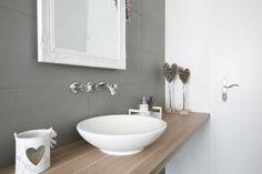 DFH Wängi : Badezimmer im Landhausstil von skizzenROLLE