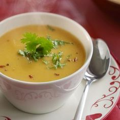 Spicy parsnip-carrot soup - we& already made it and is super! Clean Recipes, Soup Recipes, Cooking Recipes, Healthy Recipes, Lunch Restaurants, Deli Food, Good Food, Yummy Food, Carrot Soup
