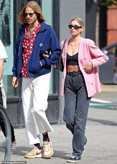 And on Thursday, Elsa Hosk, stepped out with boyfriend Tom Daly, as the two walked arm-in-arm throughout New York City. High Class Fashion, 90s Fashion, Fashion Outfits, Elsa Outfit, Cute Simple Outfits, St Style, Winter Fits, Model Street Style, Elsa Hosk