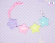 Super colorful and magical bracelet composed by four glitter rounded magical stars in pastel colours! Wear it and feel like a rainbow princess!  12,50€☆