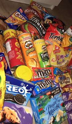 Bewitching Is Junk Food To Be Blamed Ideas. Unbelievable Is Junk Food To Be Blamed Ideas. Sleepover Snacks, Movie Night Snacks, Think Food, I Love Food, Pyjama-party Essen, Junk Food Snacks, Food Menu, Snap Food, Food Snapchat