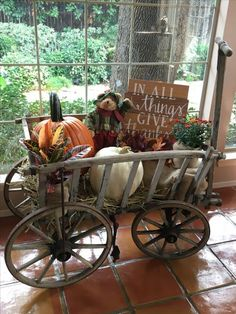 Fabulous Farmhouse Fall Decor Ideas Match For Any Room Model Fabelhafte Bauernhaus-Herbst-Deko. Autumn Decorating, Porch Decorating, Decorating Tips, Fall Home Decor, Autumn Home, Fall Door Decorations, Diy Decoration, Harvest Decorations, Christmas Porch