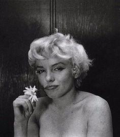 Amazing Photos of Marilyn Monroe Taken by Cecil Beaton in 1956 ~ vintage everyday Marilyn Monroe Photos, Marylin Monroe, Brigitte Bardot, Viejo Hollywood, English Fashion, British Fashion, Cecil Beaton, Norma Jeane, Vintage Hollywood