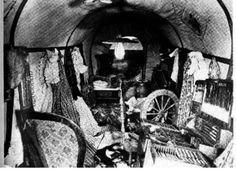 A Rare View INSIDE A Covered Wagon Photos) - One of the more unique periods in American History is the Great Westward Migration. Old West Photos, Antique Photos, Vintage Photographs, Us History, American History, History Education, History Photos, American Symbols, Native American