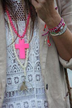 Boho chic velvet fringe jacket with modern hippie. Modern Hippie, Hippie Bohemian, Boho Gypsy, Hippie Style, Bohemian Style, Boho Chic, Gypsy Style, Hippie Chic, Ibiza Fashion