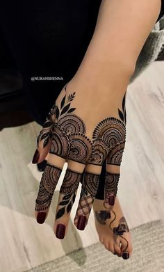 Explore Best Mehendi Designs and share with your friends. It's simple Mehendi Designs which can be easy to use. Find more Mehndi Designs , Simple Mehendi Designs, Pakistani Mehendi Designs, Arabic Mehendi Designs here. Henna Hand Designs, Dulhan Mehndi Designs, Mehndi Designs Finger, Mehndi Designs For Girls, Mehndi Designs For Beginners, Modern Mehndi Designs, Mehndi Design Photos, Mehndi Designs For Fingers, Latest Mehndi Designs