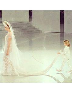 Chanel Haute Couture s/s 2014 - Chanel Haute Couture s/s 2014: voor én achter de schermen! #chanel #hautecouture #couture #fashion #ELLE