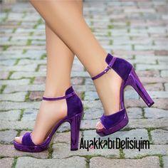Mor topuklu ayakkabı
