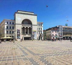 National Romanian Opera House from Timisoara! #laivindur #timisoara #timis #banat #transilvania #transylvania #romania #romania #opera #operahouse #operabuilding #bluesky #bluesky #sunnydays #sunnyday #beautifuldays #beautifulday #culture #oldbuilding #oldbuildings #pigeon #pigeons #walking #plaza #plazas #oldtown #oldcenter #oldcity #musichouse #culturehouse