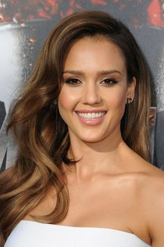Pin for Later: Gaze on All the Gorgeous Beauty From the MTV Movie Awards Jessica Alba Jessica went for classic polish with a coral makeup look and effortless loose locks.