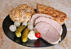 Túto našu obľúbenú sekanú robievam z chudého bravčového bôčika. Pečiem ju na väčšom množstve cibule, potretú horčicou. Je to vďačné jedlo ako za tepla, tak aj na studeno. Czech Recipes, Recipe Please, Meals For One, Sausage, Food And Drink, Cooking Recipes, Meat, Breakfast, Kitchen